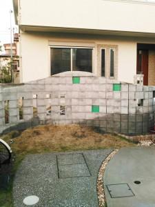 ブロック塀正面