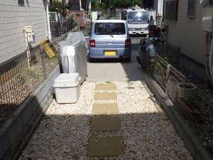 砂利と平板敷き
