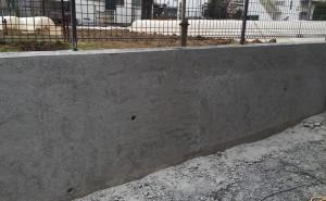 カップブラシで削った塀
