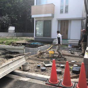 施行途中の外構と庭
