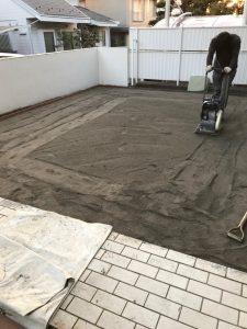 お庭の土を転圧