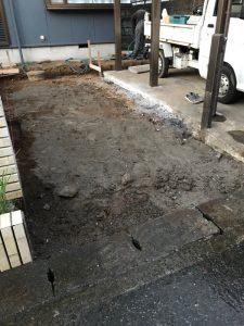 鋤取り終わった車庫スペース